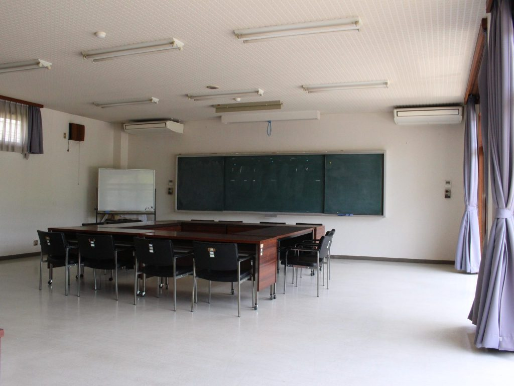 かばた館会議室