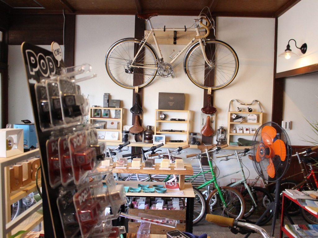 Blue Bike & Soap店内